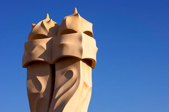 アントニ・ガウディ「View of a detail of the exterior of Casa Mila」:写真・画像(6)[壁紙.com]