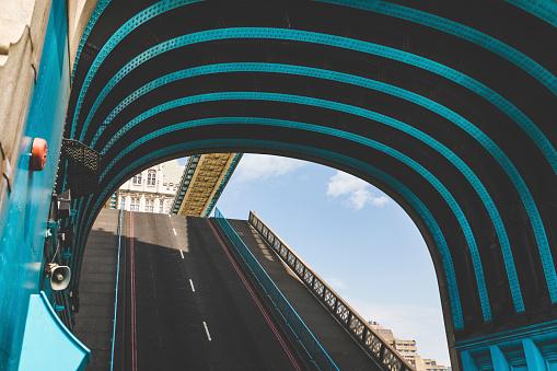 London Bridge - England「UK, London, close-up of Tower Bridge with lifted road」:スマホ壁紙(3)