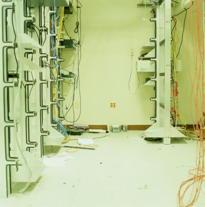 Data Center「Wires dangling in empty computer server room」:スマホ壁紙(12)