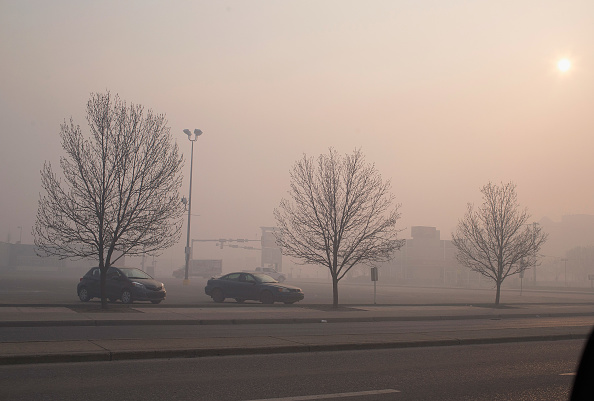 Wind「Wildfire Engulfs Fort McMurray Forcing Evacuations Of 80,000 People」:写真・画像(11)[壁紙.com]