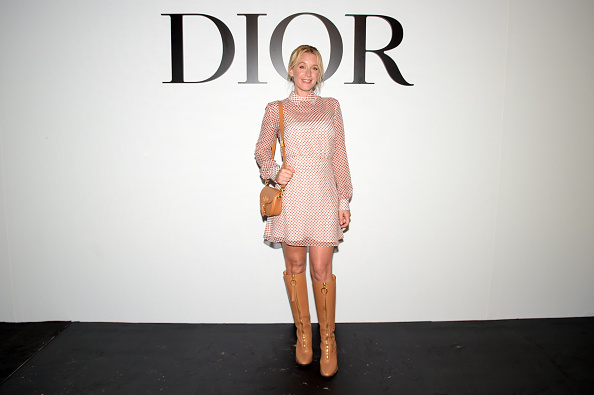 Beige Purse「Dior : Guest Arrivals -  Paris Fashion Week - Womenswear Spring Summer 2021」:写真・画像(6)[壁紙.com]