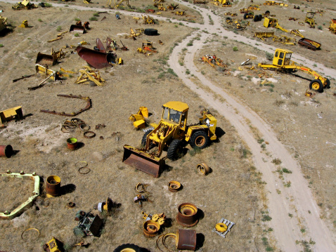 Boise「Front-end loader in heavy equipment salvage yard」:スマホ壁紙(17)
