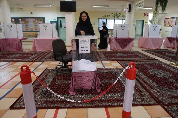 女性「Municipal Elections Are Held Acoss The Kingdom Of Saudi Arabia」:写真・画像(5)[壁紙.com]