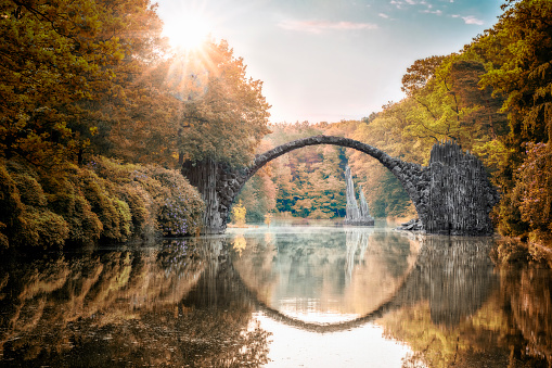 Arch - Architectural Feature「Arch Bridge (Rakotzbrucke) at Autumn」:スマホ壁紙(14)