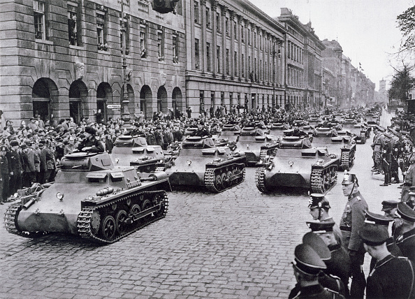 Armored Tank「Convoy Of Tanks Taking Part In Adolf Hitler's Birthday Celebrations 29th April 1936」:写真・画像(13)[壁紙.com]