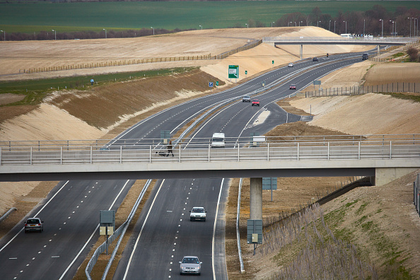 Embankment「View of Baldock bybass on the A505 The £43 million project opened in March 2006 includes tunnel, footbridge, overbridges and has been constructed using 'cut and cover' technique The hills have been reformed using the chalk covering the cut and embankment」:写真・画像(5)[壁紙.com]