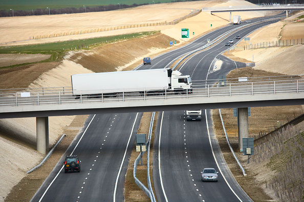 Planting「View of Baldock bybass on the A505 The £43 million project opened in March 2006 includes tunnel, footbridge, overbridges and has been constructed using 'cut and cover' technique The hills have been reformed using the chalk covering the cut and embankment」:写真・画像(15)[壁紙.com]