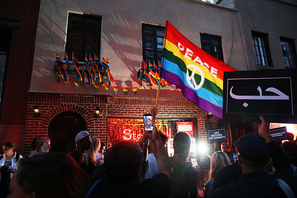 Pulse Orlando Night Club & Ultra Lounge「Mourners In New York Remember Victims Of Mass Shooting At Orlando Nightclub」:写真・画像(8)[壁紙.com]