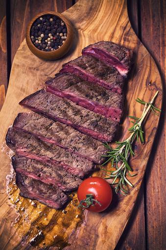 牛「ジューシーな牛肉のグリル ステーキ」:スマホ壁紙(17)