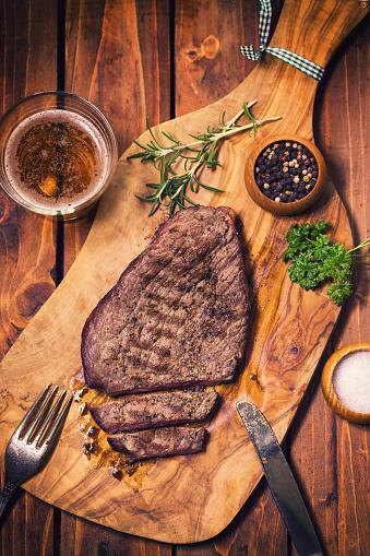 牛「ジューシーな牛肉のグリル ステーキ」:スマホ壁紙(19)
