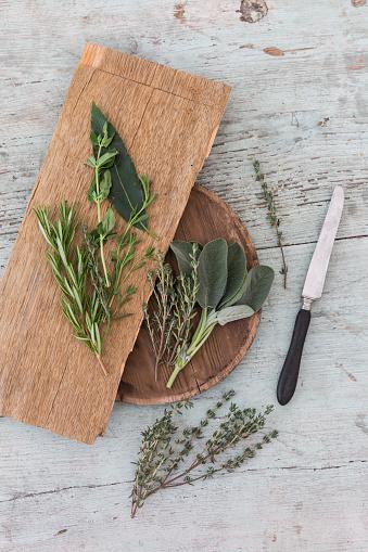 Bay Leaf「Fresh Provencal herbs, knife and   wooden boards」:スマホ壁紙(16)