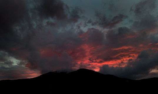Adirondack Forest Preserve「surreal sunset behind mountain and clouds」:スマホ壁紙(14)