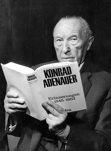 Chancellor of Germany「A Good Read」:写真・画像(11)[壁紙.com]