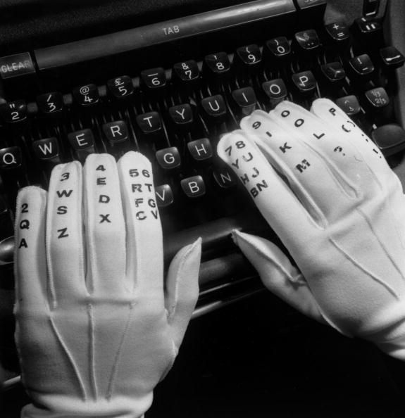 Typewriter「Typing Gloves」:写真・画像(16)[壁紙.com]