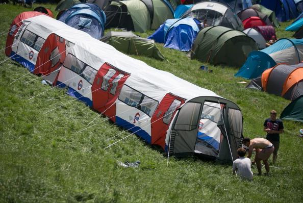 Camping「Glastonbury Festival - Day One」:写真・画像(16)[壁紙.com]