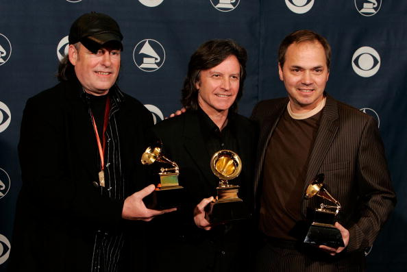 Fully Unbuttoned「48th Annual Grammy Awards - Press Room」:写真・画像(13)[壁紙.com]