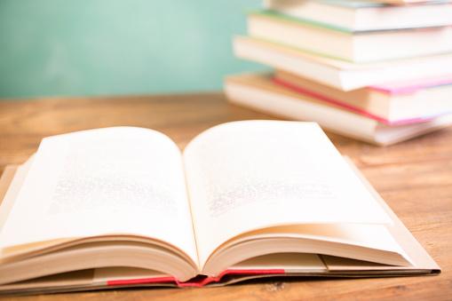 Heap「Back to school. Education. Textbooks on desk. Chalkboard.」:スマホ壁紙(0)