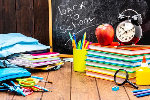 Chalk - Art Equipment「Back to school: multicolored school supplies shot on wooden desk.」:スマホ壁紙(17)