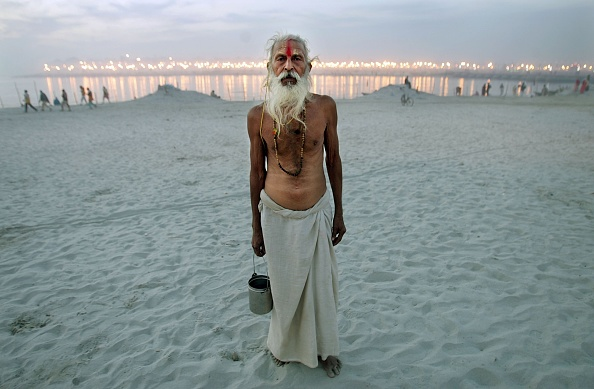 Hinduism「Hindus Gather At Sacred Rivers For Kumbh Mela Festival」:写真・画像(7)[壁紙.com]