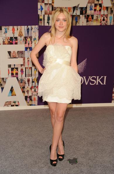 Mini Dress「2010 CFDA Fashion Awards - Arrivals」:写真・画像(16)[壁紙.com]