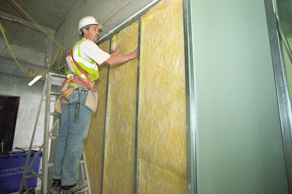 Caucasian Ethnicity「Installing insulation into interior partition wall」:写真・画像(13)[壁紙.com]