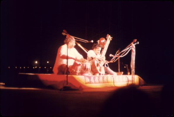 シタール「Ravi Shankar Performs At Woodstock」:写真・画像(16)[壁紙.com]