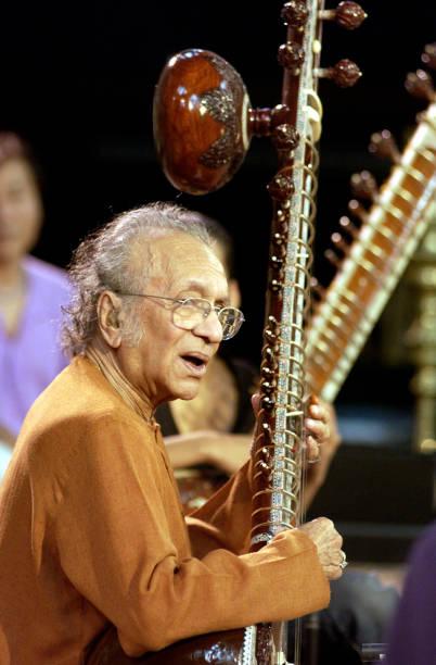 Ravi Shankar On Sitar:ニュース(壁紙.com)