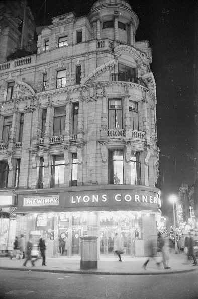 Corner「Piccadilly Corner」:写真・画像(2)[壁紙.com]