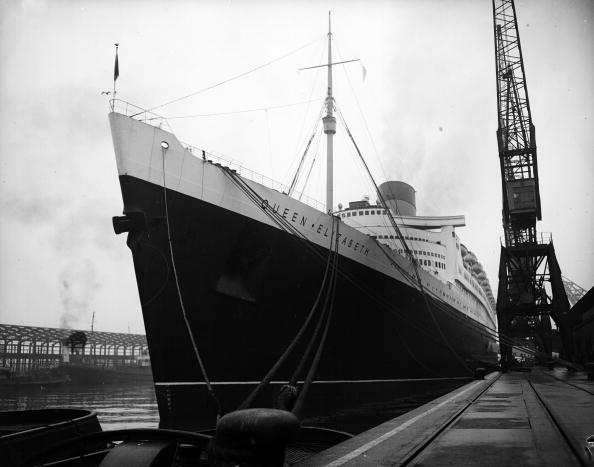 Passenger Craft「A Ship In Dock」:写真・画像(18)[壁紙.com]
