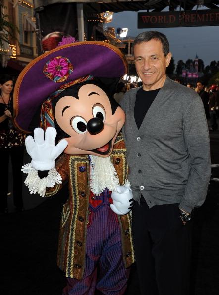 ミッキーマウス「Premiere Of Walt Disney Pictures' 'Pirates Of The Caribbean: On Stranger Tides' - Red Carpet」:写真・画像(14)[壁紙.com]
