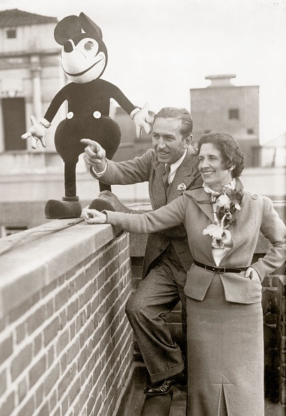 ミッキーマウス「Walt Disney with his wife and Mickey Mouse」:写真・画像(3)[壁紙.com]