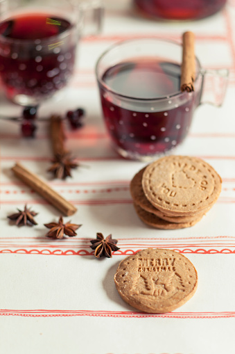 Cookie「Home-baked almond biscuits, glasses of mulled wine and spices」:スマホ壁紙(8)