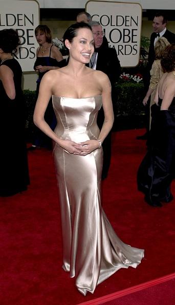 アンジェリーナ・ジョリー「Arrivals At The 58th Annual Golden Globes Awards」:写真・画像(4)[壁紙.com]