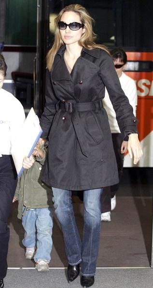 Coat - Garment「Brad Pitt and Angelina Jolie Arrive In Japan」:写真・画像(0)[壁紙.com]