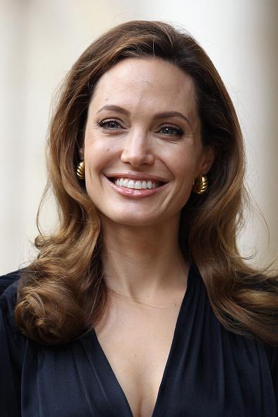 笑顔「Hollywood Actress Angelina Jolie Attends A Foreign Office Briefing On Preventing Sexual Violence In Conflict」:写真・画像(11)[壁紙.com]