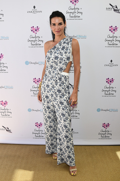Angie Harmon「Tea Party To Support The Charlotte & Gwenyth Gray Foundation To Cure Batten Disease」:写真・画像(5)[壁紙.com]