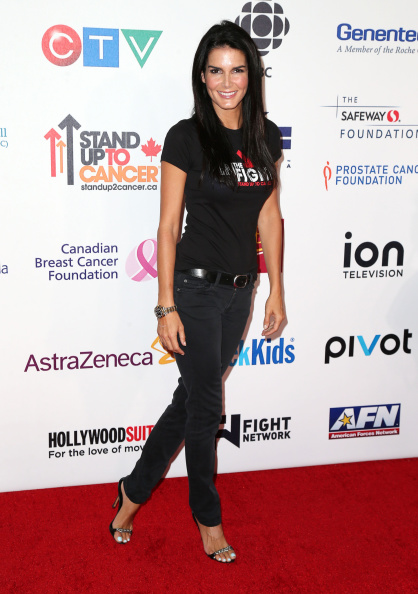 Angie Harmon「Hollywood Unites For The 4th Biennial Stand Up To Cancer (SU2C), A Program Of The Entertainment Industry Foundation (EIF) - Arrivals」:写真・画像(19)[壁紙.com]