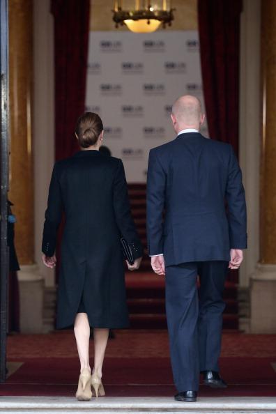 後ろ姿「Foreign Ministers Gather In London For G8 Meeting」:写真・画像(14)[壁紙.com]