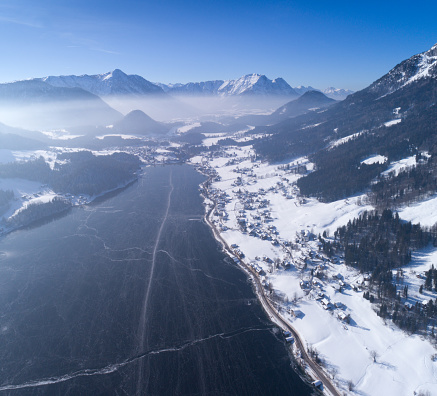 トウヒ「Lake Grundlsee, Arial Winter Panorama, Austria」:スマホ壁紙(19)