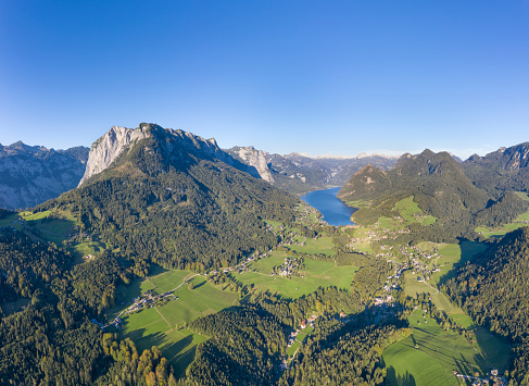 Central Eastern Alps「Lake Grundlsee and Totes Gebirge, Austrian Alps, Salzkammergut, Ausseerland, Austria」:スマホ壁紙(9)