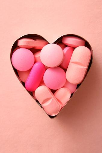 ハート「ピンクの loving 薬」:スマホ壁紙(18)