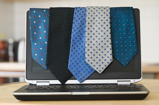 Businesswear「Five ties hanging on a laptop computer」:スマホ壁紙(19)