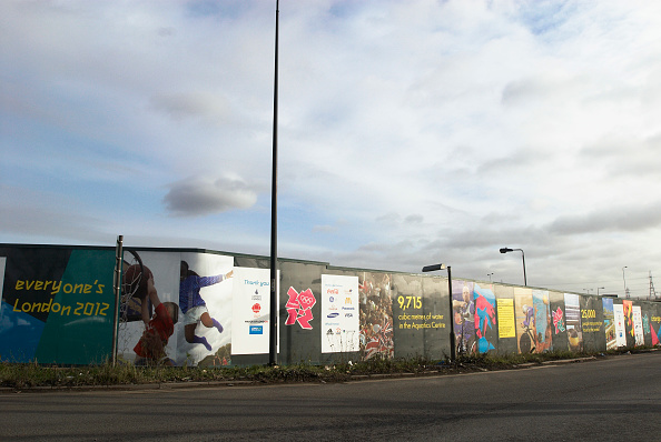Copy Space「Hoarding surrounding the site of the London Olympics 2012, East London, UK」:写真・画像(18)[壁紙.com]