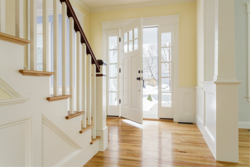Ajar「View of open front door of custom home」:スマホ壁紙(9)