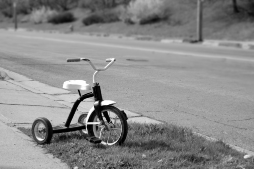 Toddler「Roadside Tricycle」:スマホ壁紙(7)