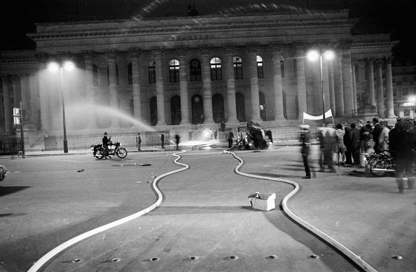 Reg Lancaster「French Riots」:写真・画像(18)[壁紙.com]