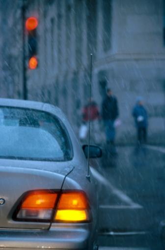 Walking「Car with turn signal in rain」:スマホ壁紙(18)