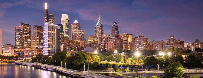 Pennsylvania「City skyline panorama view of Philadelphia Pennsylvania」:スマホ壁紙(18)