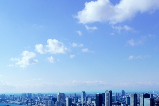 青「City Skyline and Clouds in Blue Sky. Tokyo Prefecture, Japan」:スマホ壁紙(5)