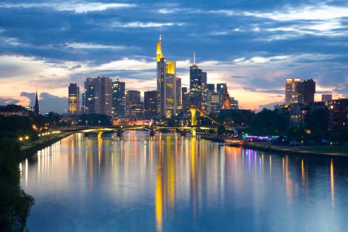 Nightlife「City skyline at dusk, Frankfurt am Main, Germany」:スマホ壁紙(0)
